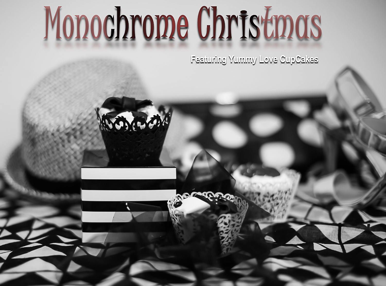 monochrome-cake_best-christmas-cupcakes_monochrome-christmas-ideas_a-black-and-white-christmas_best-cupcakes-brisbane_best-bakery-queensland_monochromatic-christmas-deco_fashionable-stylish-christmas-lunch-8