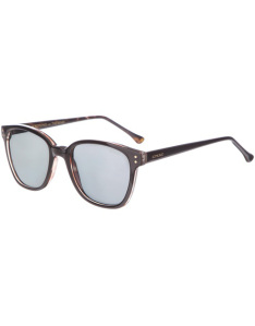 MENS-wayfarer-sunglasses_boat-shoes_VALENTINE'S-DAY-GIFT-GUIDE_AFFORDABLE-VALENTINES-DAY-PRESENTS_GIFTS-FOR-HIM_VALENTINES-DAY-IDEAS_THEICONIC-FASHION-BLOGGERS