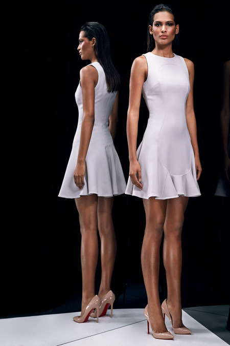 Cushnie-et-Ochs-pre-fall-2014_latest-designer-collections_regal-fashion-trends_delicate-style_high-end-fashion-bloggers-australia_luxury-bloggers-australia_top-fashion-bloggers-australia_best-fashion-editorials_2014_easy-white-dress_runway-hair